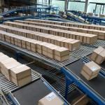 Sortieranlage mit Rollenbänder für Pakete